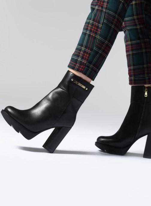 Stiefeletten & Boots Love Moschino Ankle Boot Gold metal detail schwarz ansicht von unten / tasche getragen