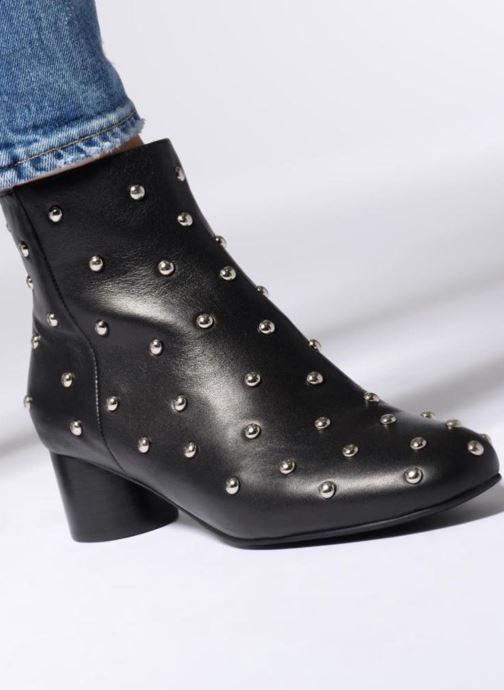 Bottines et boots Shoe the bear AYA STUDS Noir vue bas / vue portée sac