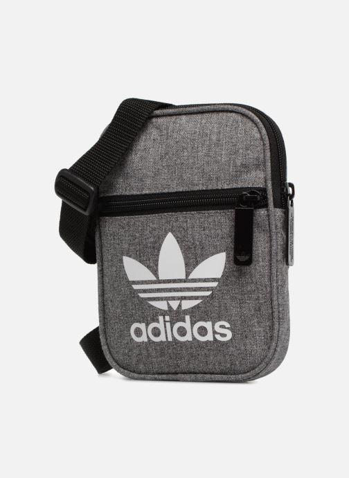 Borse uomo adidas originals FEST BAG CASUAL Grigio modello indossato