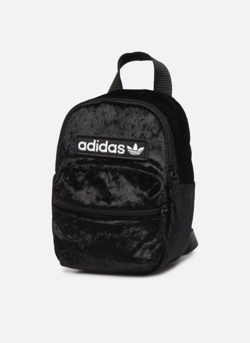 Zaini adidas originals BP MINI Nero modello indossato