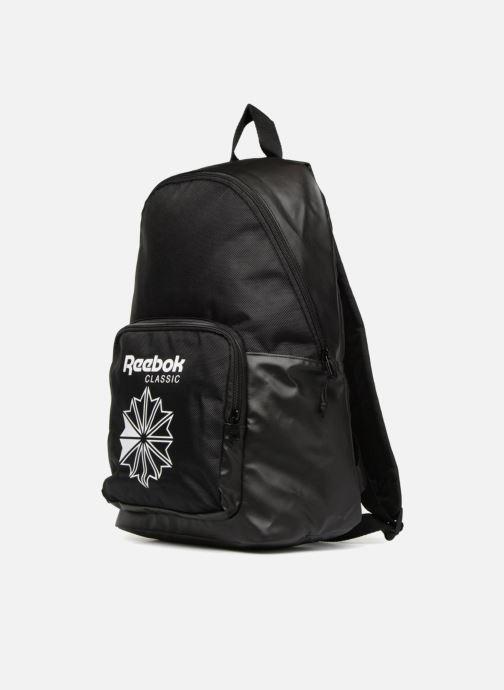 Mochilas Reebok CL Core Backpack Negro vista del modelo