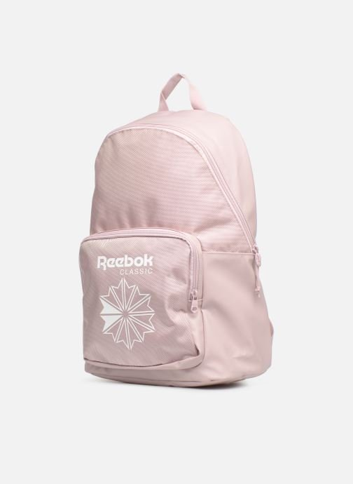 Mochilas Reebok CL Core Backpack Rosa vista del modelo