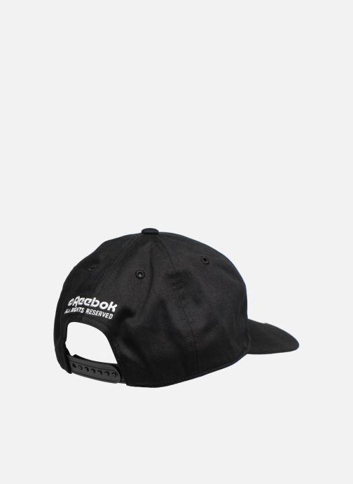 Cappellino Reebok CL Cap Internationa Nero modello indossato