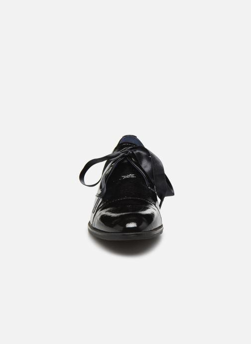 Zapatos con cordones Dorking Vesna 7631 Negro vista del modelo