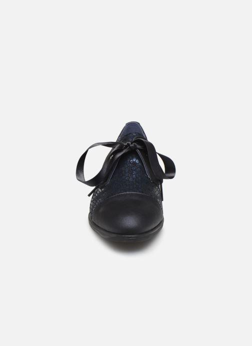 Zapatos con cordones Dorking Vesna 7631 Azul vista del modelo