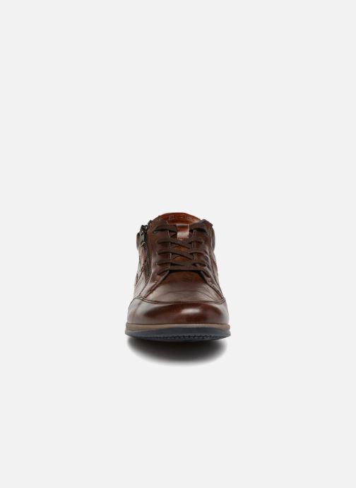 Sneakers Fluchos Daniel F0210 Marrone modello indossato