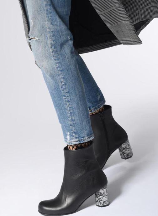 Stiefeletten & Boots Another Project Valetta schwarz ansicht von unten / tasche getragen