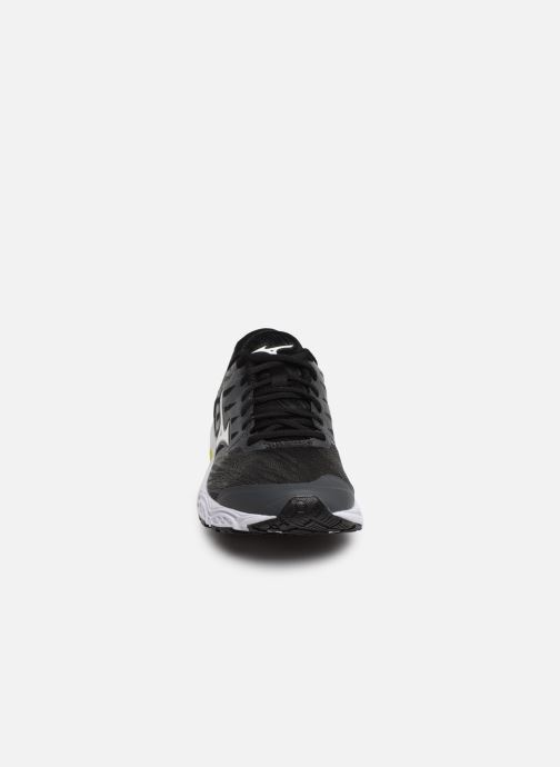 Chaussures de sport Mizuno Wave Prodigy 2 Noir vue portées chaussures