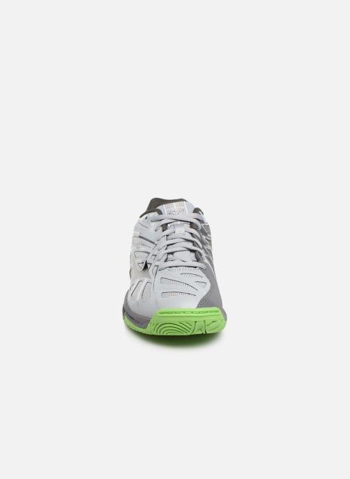 Chaussures de sport Mizuno Wave Hurricane 3 Gris vue portées chaussures
