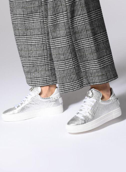 Sneaker Rebecca Minkoff Paloma silber ansicht von unten / tasche getragen