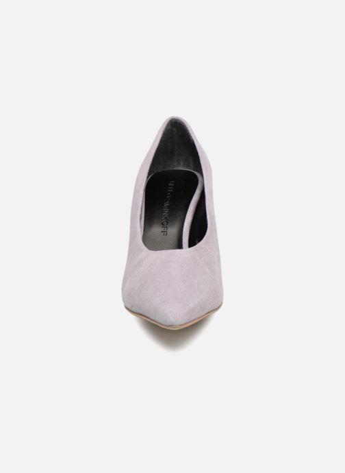 Zapatos de tacón Rebecca Minkoff Paola Violeta      vista del modelo