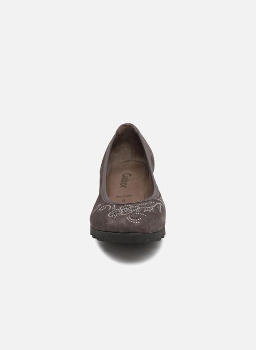Ballerines Gabor Helmi Gris vue portées chaussures