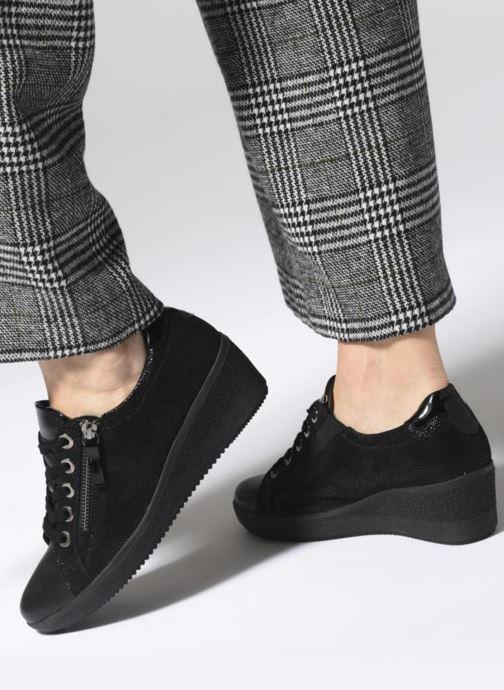 Sneaker Gabor Sisko schwarz ansicht von unten / tasche getragen
