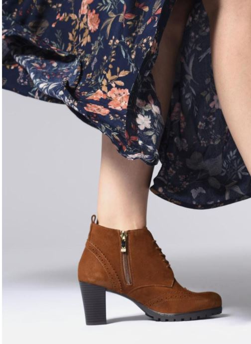 Ankle boots Caprice Becca Brown view from underneath / model view