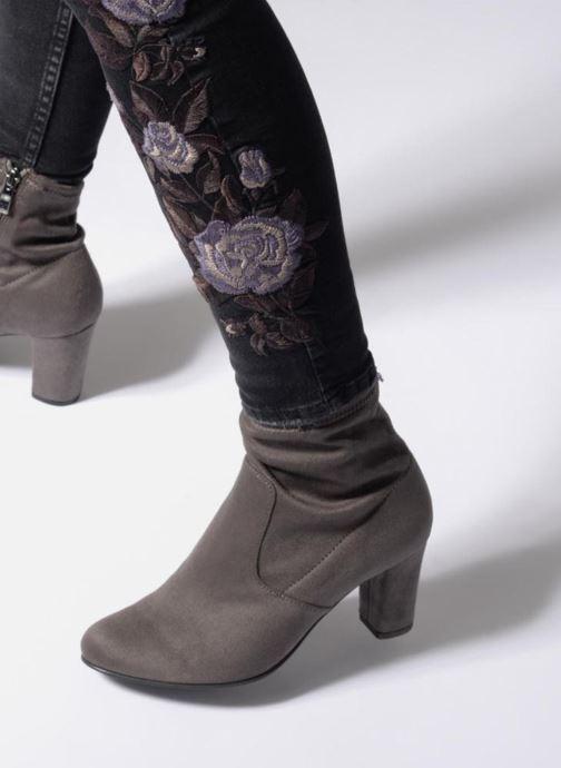 Bottines et boots Caprice Jilian Gris vue bas / vue portée sac