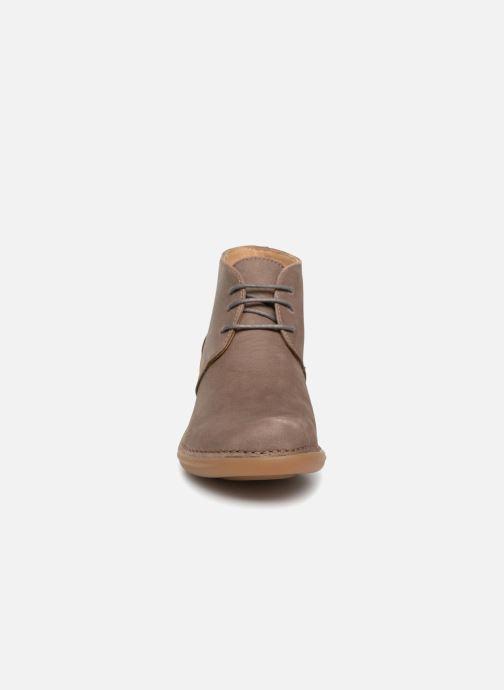 Scarpe con lacci El Naturalista Aqua N5326 Grigio modello indossato
