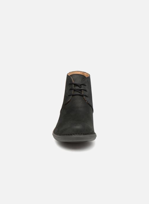 Scarpe con lacci El Naturalista Aqua N5326 Nero modello indossato