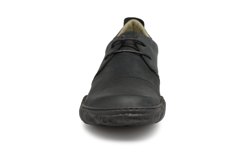 Scarpe con lacci El Naturalista Turtle N5080 Nero modello indossato