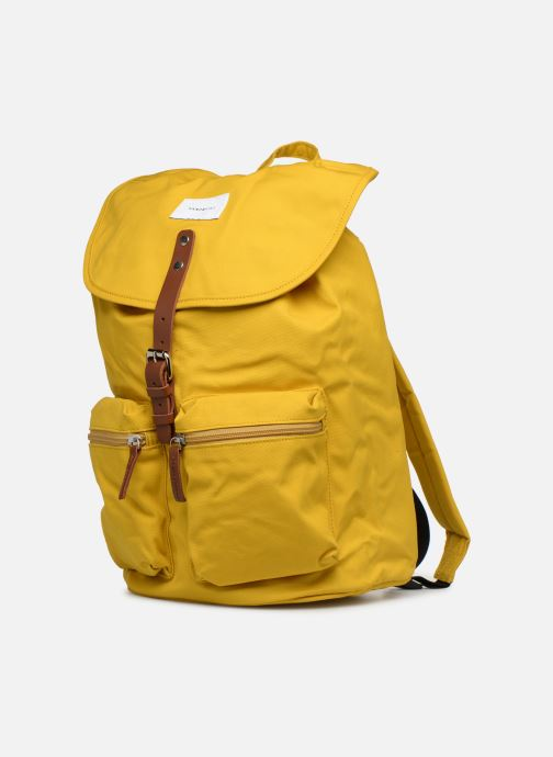 Rucksäcke SANDQVIST ROALD gelb schuhe getragen