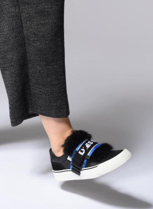 """Sneaker Diesel 355 FLIP"""" S-FLIP LOW W schwarz ansicht von unten / tasche getragen"""