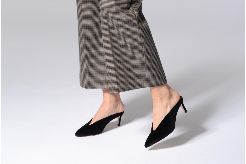 Clogs & Pantoletten L.K. Bennett Celia schwarz ansicht von unten / tasche getragen