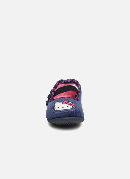 Pantuflas Hello Kitty Ladie Azul vista del modelo
