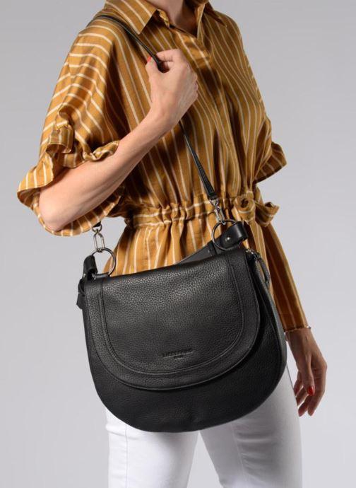 Handtaschen Liebeskind Berlin Hobo MM schwarz ansicht von unten / tasche getragen