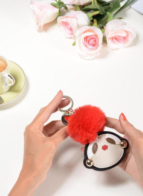 Portemonnaies & Clutches Love Moschino Pompom Girl rot ansicht von unten / tasche getragen
