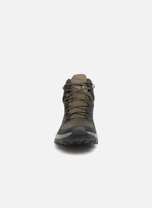 Chaussures de sport Salomon OUTline Mid GTX® Noir vue portées chaussures