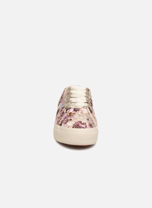 Baskets Superga 2730 Velvet Shiny Wrinkled Flo Beige vue portées chaussures