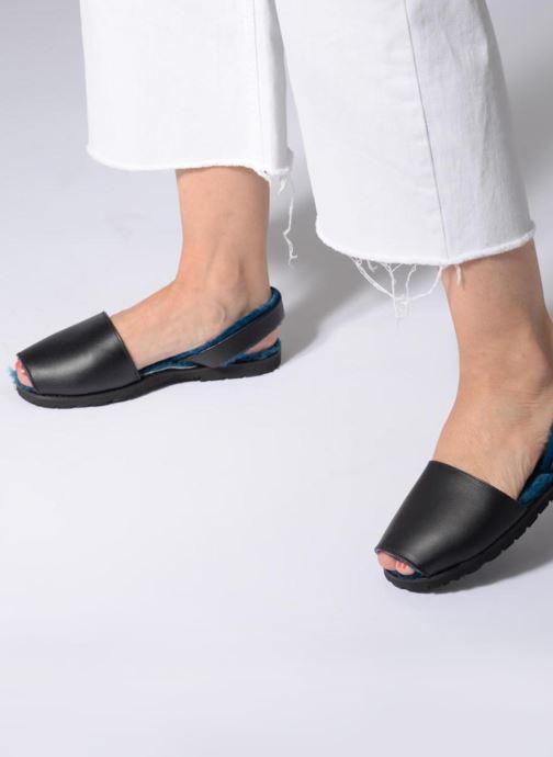 Sandales et nu-pieds Minorquines Mouton Samsø Bleu Noir vue bas / vue portée sac