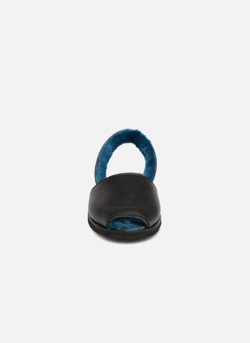 Sandales et nu-pieds Minorquines Mouton Samsø Bleu Noir vue portées chaussures