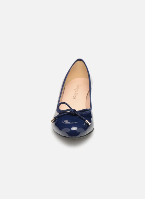 Zapatos de tacón Georgia Rose Staci Soft Azul vista del modelo