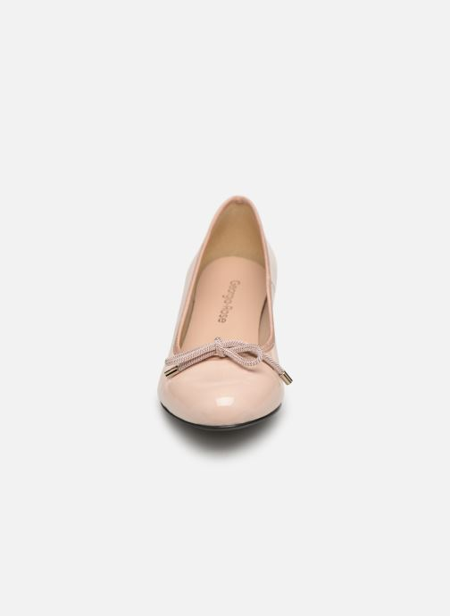 Zapatos de tacón Georgia Rose Staci Soft Beige vista del modelo
