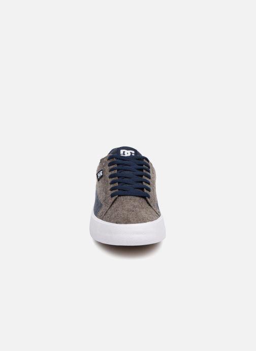 Sneakers DC Shoes Lynnfield Tx Se Grigio modello indossato