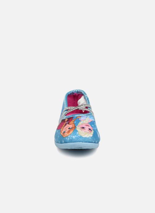 Pantuflas Frozen Septante Azul vista del modelo