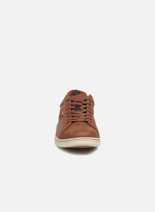 Sneakers Levi's Tulare Marrone modello indossato