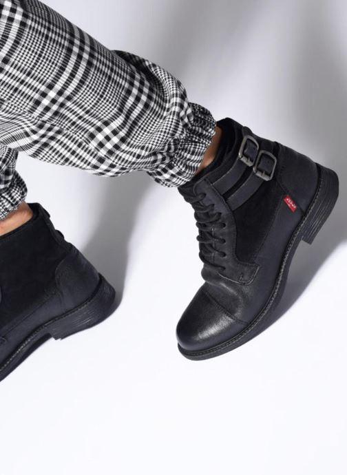Bottines et boots Levi's Maine W Noir vue bas / vue portée sac