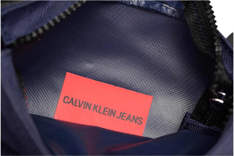 Sacs homme Calvin Klein SPORT ESSENTIAL MICRO FLAT PACK Bleu vue derrière