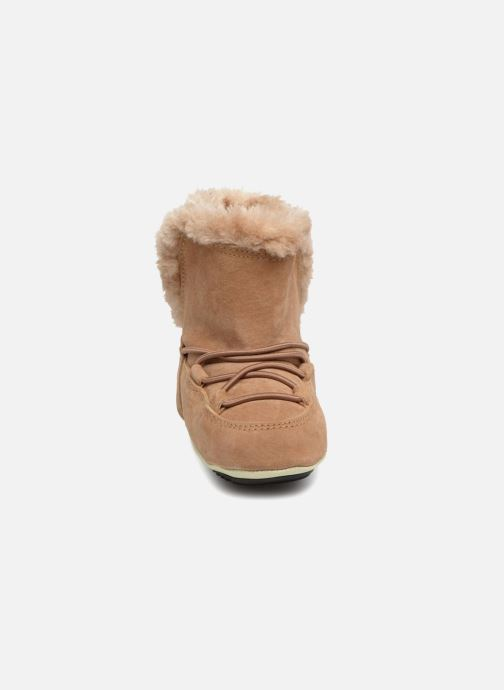 Chaussures de sport Moon Boot Moon Boot Crib Suede Beige vue portées chaussures