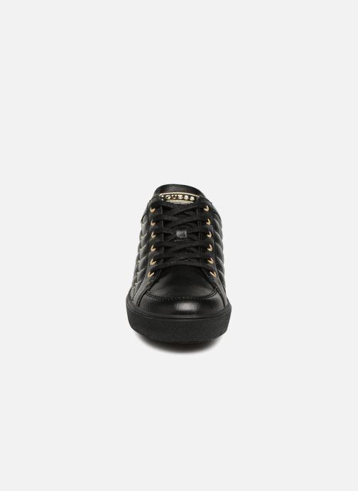 Baskets Guess Gleena Noir vue portées chaussures