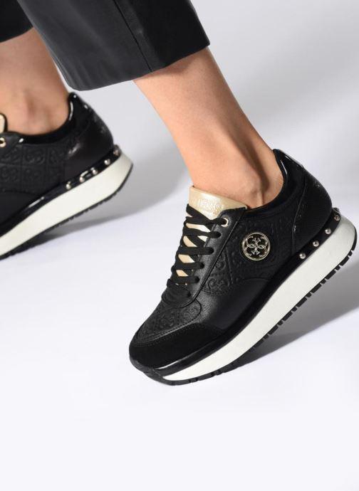 Sneaker Guess Tiffany schwarz ansicht von unten / tasche getragen