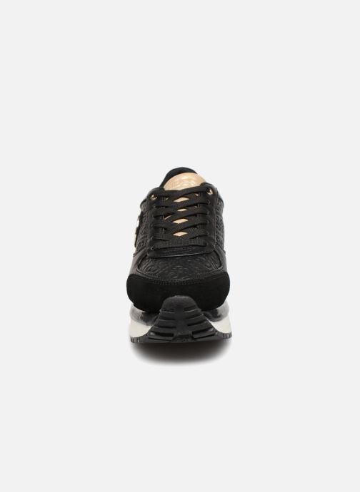 Sneakers Guess Tiffany Sort se skoene på