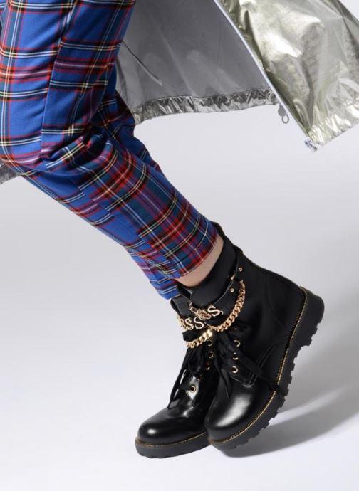 Stiefeletten & Boots Guess Nina 2 schwarz ansicht von unten / tasche getragen