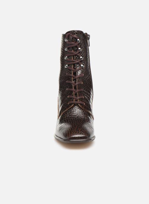 Boots E8 by Miista EMMA Brun bild av skorna på