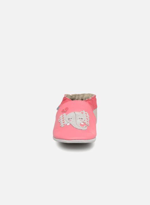 Pantuflas Robeez Girly Elefant Rosa vista del modelo