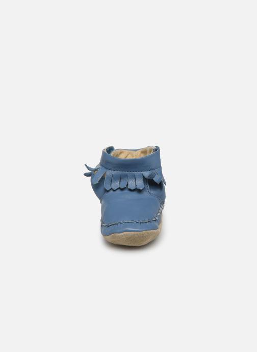 Pantuflas Robeez Funky Shoe Azul vista del modelo