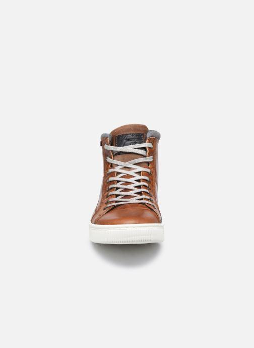 Sneakers Bullboxer 648K56643A Marrone modello indossato