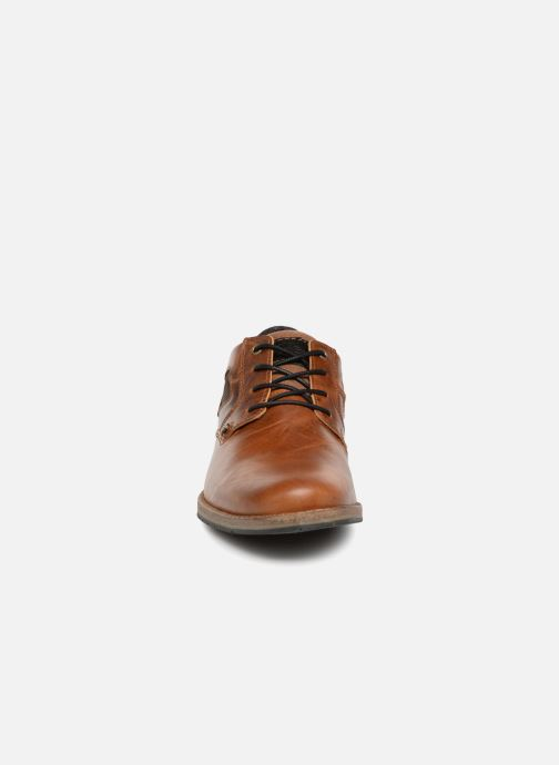 Snörade skor Bullboxer 773K26911A Brun bild av skorna på
