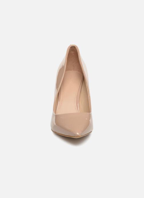 Zapatos de tacón Guess BENNIE8 Beige vista del modelo